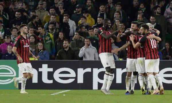 904d8385b350 Partita a due facce. Il primo tempo come quello di San Siro, con il Betis  che comandava il gioco e il Milan a correre dietro il pallone che viaggiava  ...